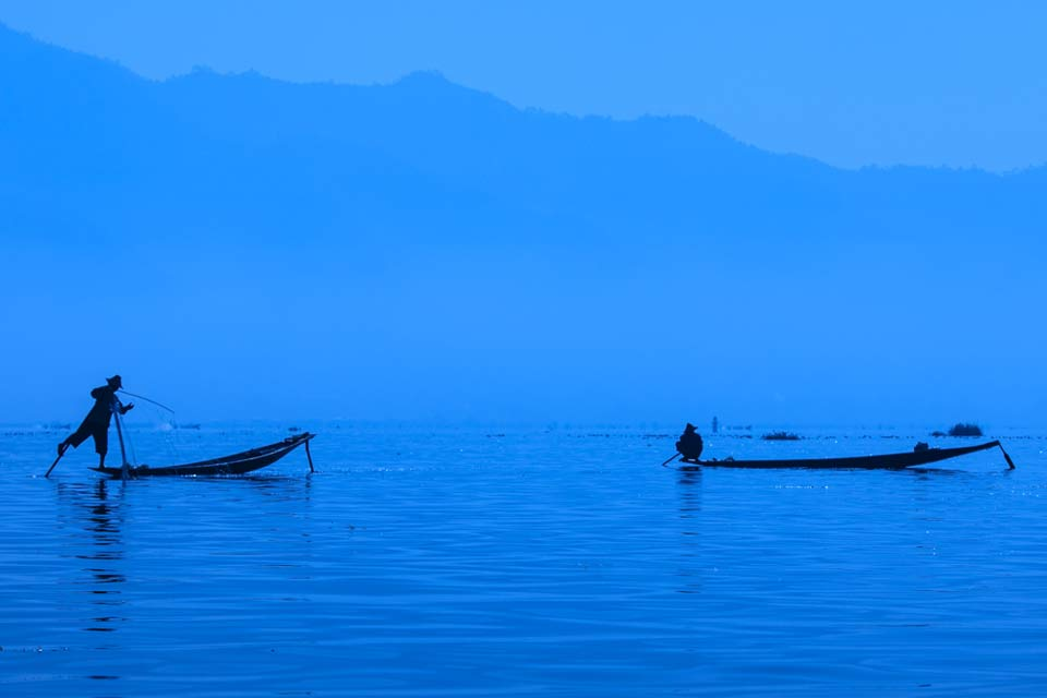 leg-rowers-at-dusk-inle-lake-myanmar