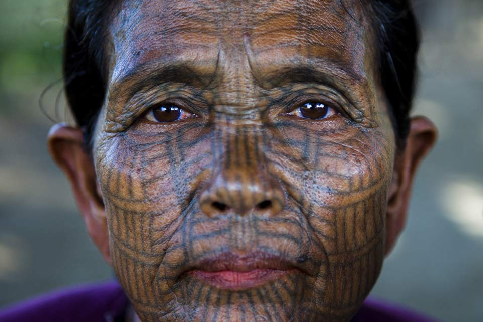 tattooed-chin-woman-mrauk-u-myanmar