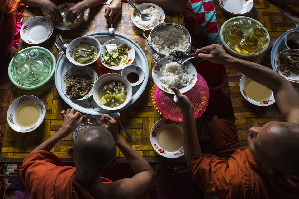 monks-eating-battambang-cambodia